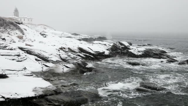 vidéos et rushes de phare beavertail - rhode island