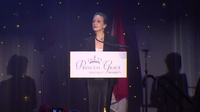 bebe neuwirth talks about the princess grace foundation at the 2018 princess grace awards gala at cipriani 25 broadway on october 11, 2018 in new... - マンハッタン チプリアーニ点の映像素材/bロール