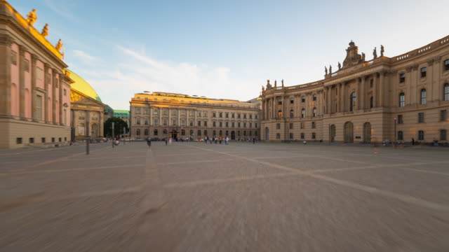 stockvideo's en b-roll-footage met bebelplatz berlin hyperlapse forward and backward with sunset and motion dynamic - b roll