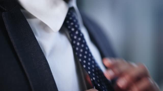 stockvideo's en b-roll-footage met want het is allemaal in de stropdas - verschijning