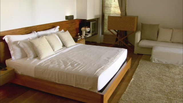 WS PAN ZI Bed in resort hotel room / Hua Hin, Thailand