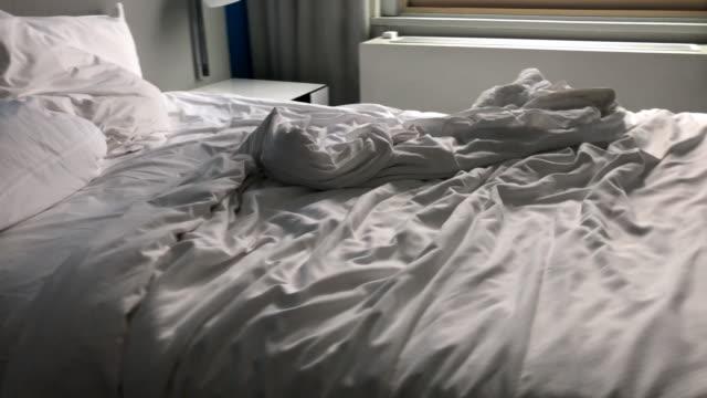 stockvideo's en b-roll-footage met geen mensen bed - tuindeur