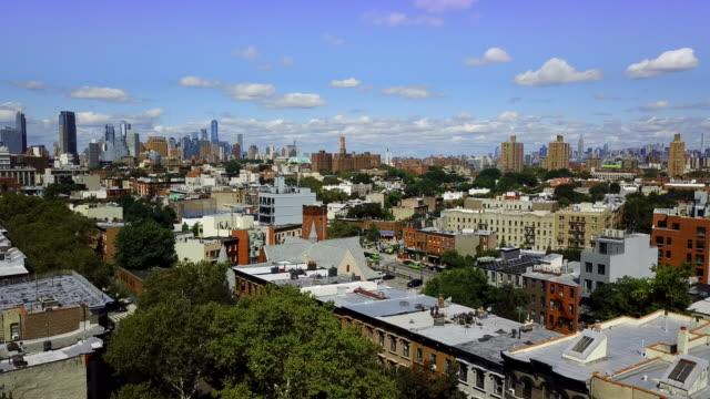 bed stuy brooklyn nyc skyline aerial - ニューヨーク州 ブルックリン点の映像素材/bロール