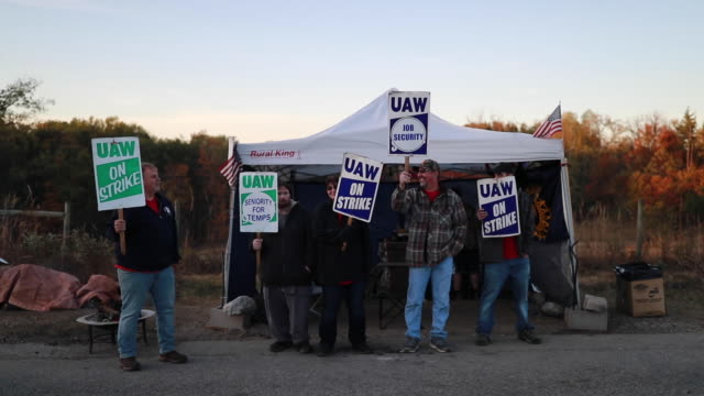 united auto workers local 440 members continue to picket outside the bedford casting operations plant october 18 2019 in bedford ind gm and the uaw... - trade union stock videos & royalty-free footage
