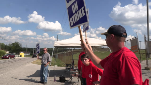 workers from united auto workers local 440 picket at an entrance general motors' bedford powertrain factory during the first day of a national labor... - streikposten stock-videos und b-roll-filmmaterial