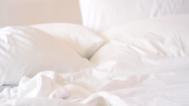 stockvideo's en b-roll-footage met slaapkamer leeg slordig - tuindeur