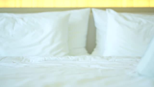 vidéos et rushes de chambre interior decor - brightly lit
