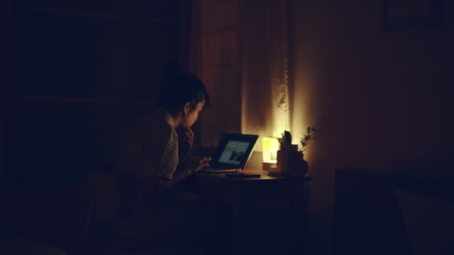 vídeos de stock e filmes b-roll de bedtime : asian woman working at home overtime at night - loneliness