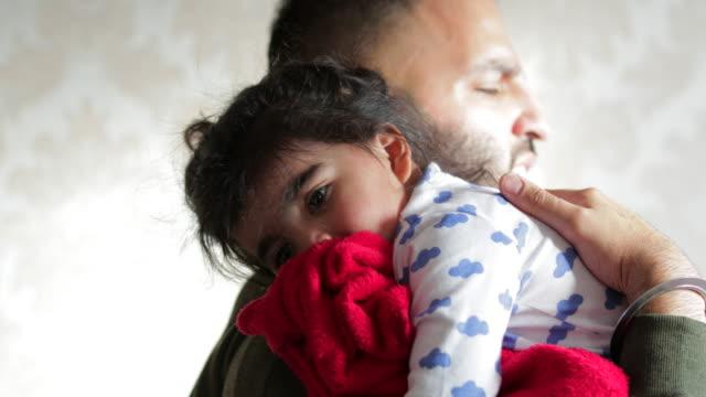 bedtime for baby girl - tutina video stock e b–roll