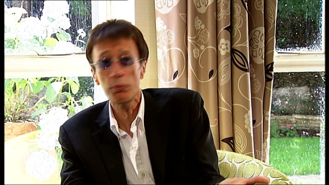 bee gees singer robin gibb wakes from coma; t14070917 / tx london: int robin gibb interview - the bee gees bildbanksvideor och videomaterial från bakom kulisserna