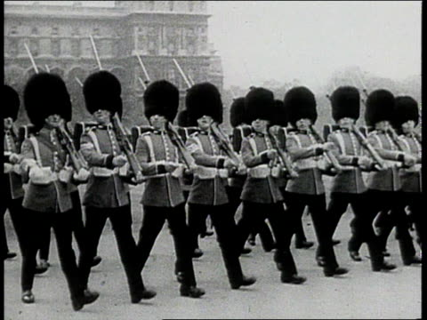 beefeaters marching at ceremony - 1943年点の映像素材/bロール