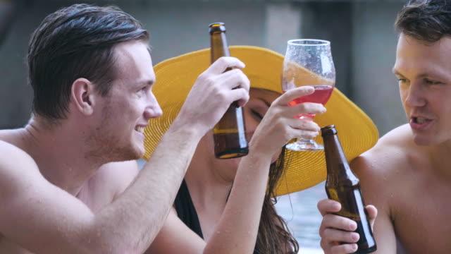 stockvideo's en b-roll-footage met bier - alcohol plezier in een zwembad - tropische drankjes