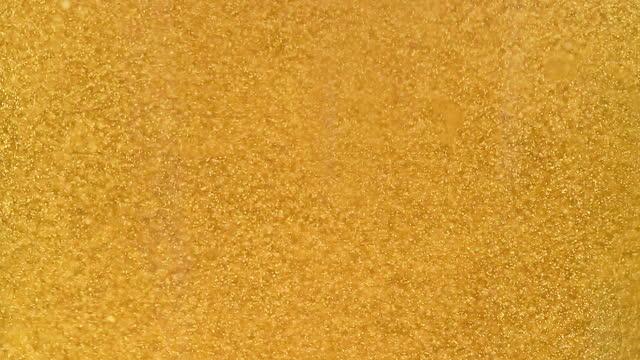 ビールの泡と泡のクローズアップ - carbonated点の映像素材/bロール