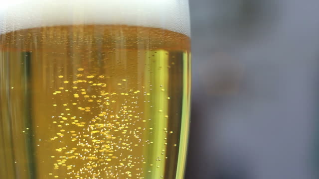 beer bubbles close-up - frische stock videos & royalty-free footage