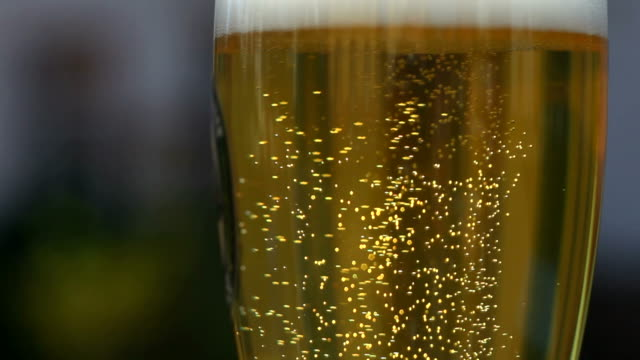 beer bubbles in a glass close-up (loopable) - frische stock videos & royalty-free footage