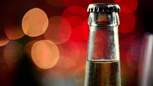 vidéos et rushes de de la bière - groupe moyen d'objets