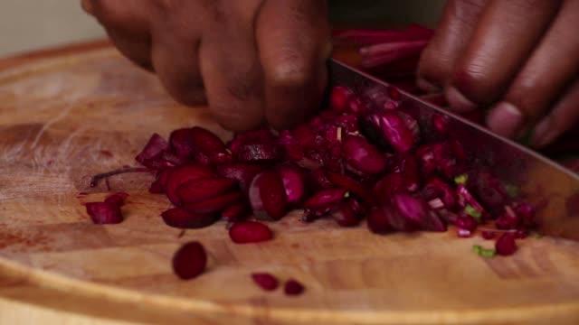 vídeos de stock, filmes e b-roll de beet green soup - cutting beetroot - cortar atividade