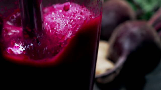 stockvideo's en b-roll-footage met bieten smoothie - sap