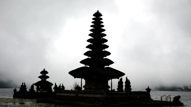 befog lake at pura ulun danu temple, bali indonesia - pura ulu danau temple stock videos & royalty-free footage
