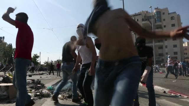 stockvideo's en b-roll-footage met before and after the funeral of a palestinian teenager believed murdered by israelis palestinians clashed with israeli police near the procession and... - oost jeruzalem