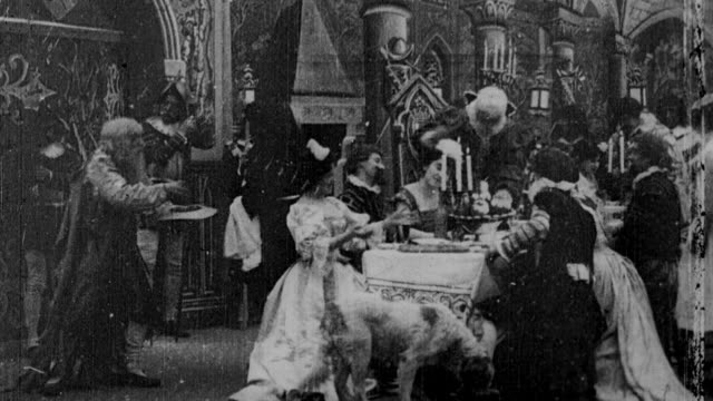 vídeos de stock e filmes b-roll de 1900 b/w beggar being invited to join elegant feast - banquete