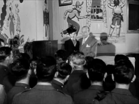 vidéos et rushes de ventriloquist edgar bergen sitting w/ puppet charlie mccarthy on lap comedy routine charlie panting about girls in the back soldiers laughing. wwii - ventriloque