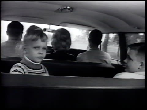vídeos de stock e filmes b-roll de family riding in car female male children curious girl watching boy sitting in backseat father mother eldest son seated in front seat ms border... - banco do passageiro
