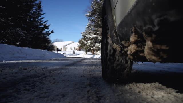 vídeos y material grabado en eventos de stock de la pov behind car tire on slushy, snowy road / farmington, connecticut - neumatico
