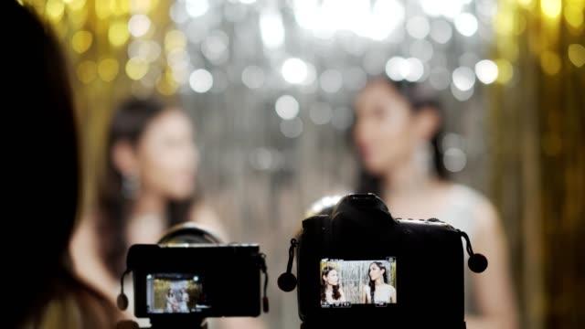 演播室集幕後,拍攝電視在線頻道訪談談。 - 影片攝錄機 個影片檔及 b 捲影像