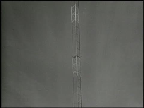 behind your radio dial: the story of nbc - 2 of 18 - altri spezzoni di questa ripresa 2100 video stock e b–roll