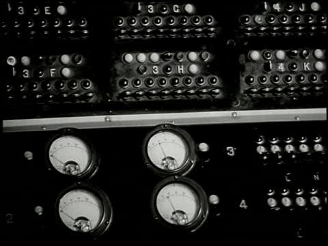 behind your radio dial: the story of nbc - 6 of 18 - altri spezzoni di questa ripresa 2100 video stock e b–roll