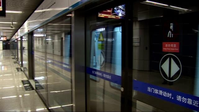 beijing 2008 olympic games: general views of beijing subway / metro rail system; china: beijing: int train pulling into platform at underground train... - 2008年北京夏季オリンピック点の映像素材/bロール