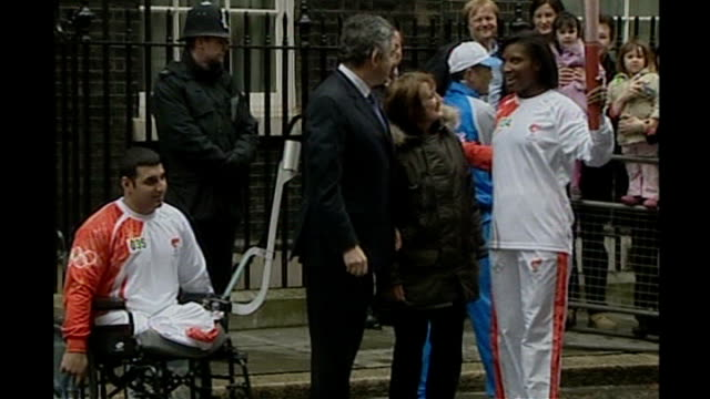 gordon brown will not attend opening ceremony lib england london downing street ext denise lewis holding beijing olympic torch as talking to gordon... - cerimonia d'apertura video stock e b–roll