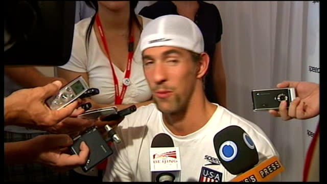 beijing 2008 olympic games: michael phelps; michael phelps surrounded by media and giving interviews sot - 2008年北京夏季オリンピック点の映像素材/bロール