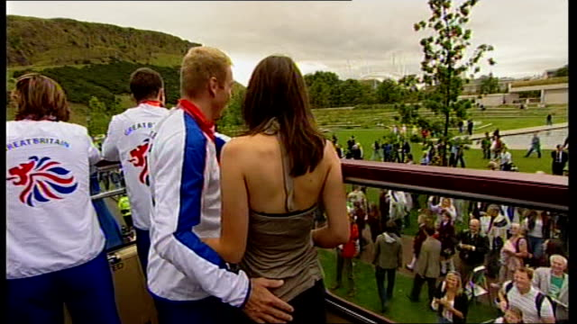 beijing 2008 olympic games: olympic gold medallist chris hoy is welcomed home: open-top bus parade; hoy posing with girlfriend sarra kemp on open-top... - hoy stock videos & royalty-free footage
