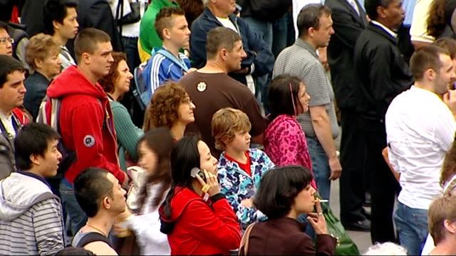 beijing 2008 olympic games: opening ceremony watched in trafalgar square; england: london: trafalgar square: ext ** music heard sot *** nelson's... - beijing点の映像素材/bロール