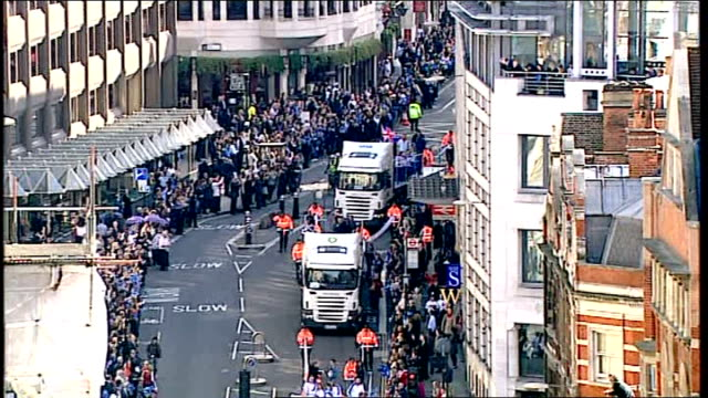 team gb celebration and victory parade clean version england london olympic and paralympic athletes including james degale tony jeffries rebecca... - canottaggio senza timoniere video stock e b–roll
