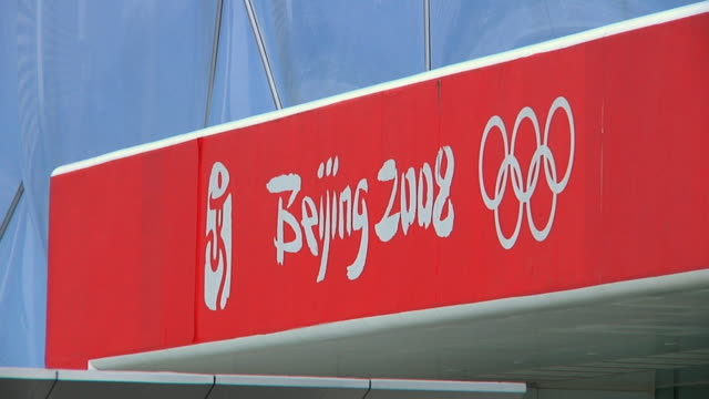 cu beijing 2008 olympic sign on water cube / beijing, china - 2008 stock-videos und b-roll-filmmaterial