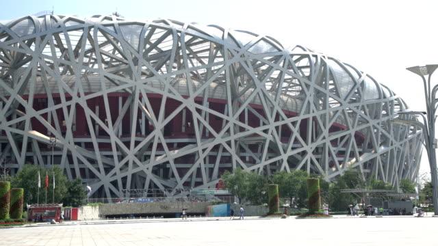 vídeos de stock, filmes e b-roll de beijing bird nest stadium in summer - pequim