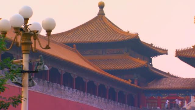 vídeos de stock, filmes e b-roll de beijing, chinatiananmen square/ tian'an men square - portão da paz celestial de tiananmen