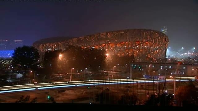 vídeos de stock, filmes e b-roll de beijing good shot general views of olympic stadium lit up - visão geral