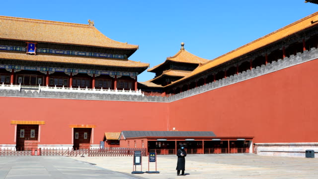 vídeos de stock, filmes e b-roll de beijing forbidden city - muro