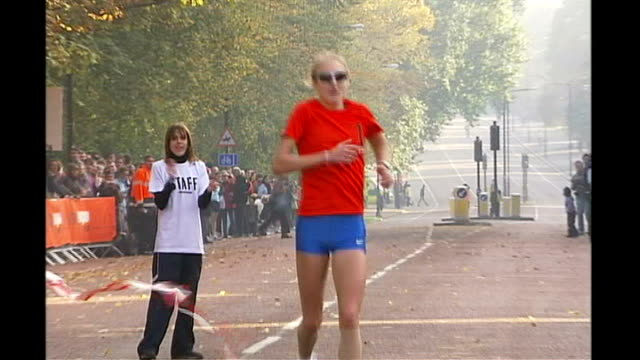 world's fastest marathon runner pulls out of games r16100513 england london paula radcliffe winning nike run london 10k race and posing for photocall... - race distance stock videos & royalty-free footage
