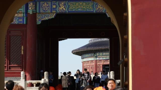 stockvideo's en b-roll-footage met beijing tempel van de hemel attracties exit gate - tempel