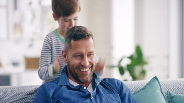 vídeos de stock, filmes e b-roll de ser um pai é tão gratificante! - filho