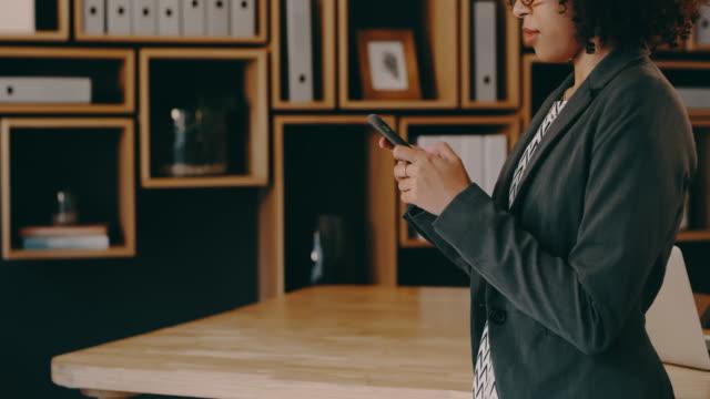 vidéos et rushes de le fait d'être connecté vous aide à rester au courant des choses - bring your own device