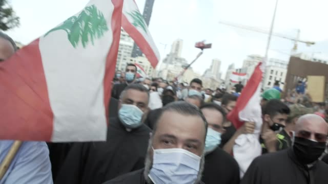 demonstrators clash with security forces in beirut; lebanon: beirut: ext general views of demonstrators in street / demonstrators in front of street... - protestor stock videos & royalty-free footage