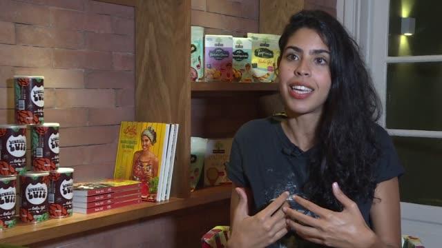 bela gil hija del legendario musico gilberto gil se ha convertido en una de las caras de la vida saludable en brasil con cerca de un millon de... - hija stock videos & royalty-free footage