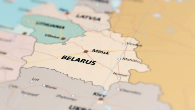 vídeos de stock, filmes e b-roll de bielorrússia de europa no mapa do mundo - bielorrússia