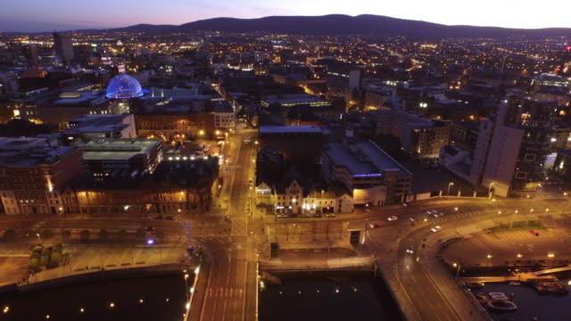 vídeos y material grabado en eventos de stock de belfast city aerial river lagan - belfast